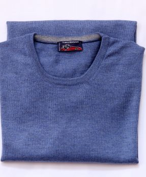 Round neck delavé merino wool sweater light blue