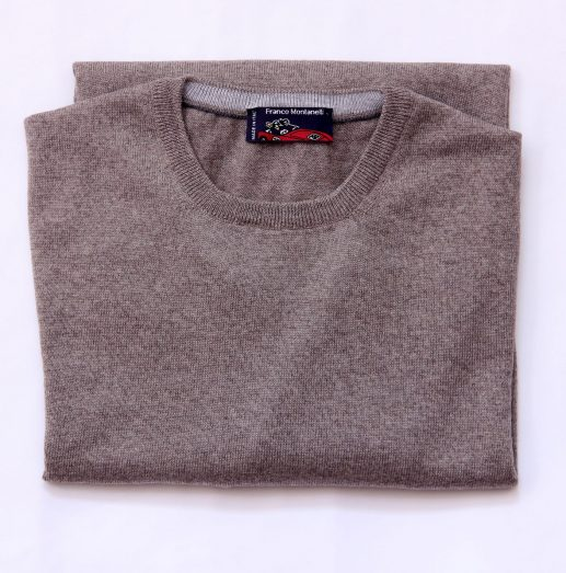 Round neck delavé merino wool sweater camel